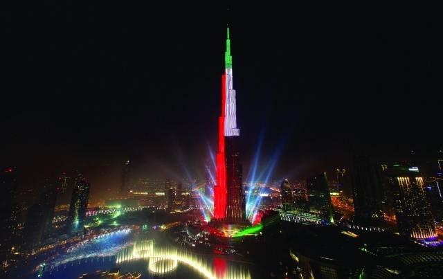 فيديو.. لحظة رفع العلم الإماراتي على برج خليفة