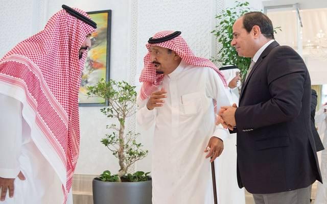 """الملك سلمان خلال لقاء الرئيس السيسي بحضور الأمير محمد بن سلمان في نيوم- الصورة من """"واس"""""""