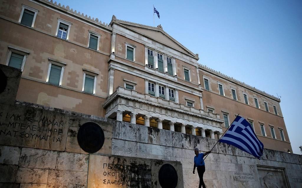 عوائد سندات اليونان تتراجع لأدنى مستوى في تاريخها