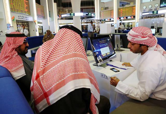 مستثمرون داخل مقر بورصة دبي