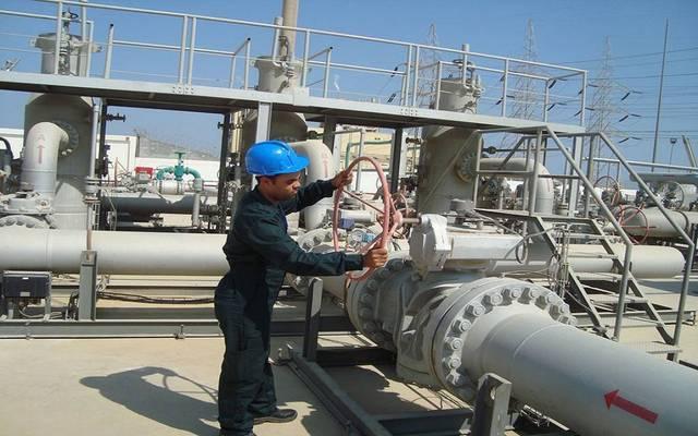 عامل بأحد مشروعات الطاقة التابعة للقلعة - الصورة من الشركة