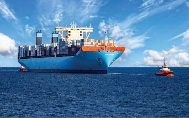 سفينة تجارية محملة بالحاويات