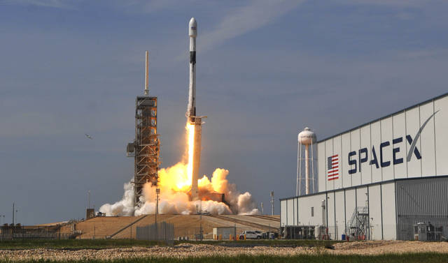 SpaceX kicks off space internet service with 60 satellites