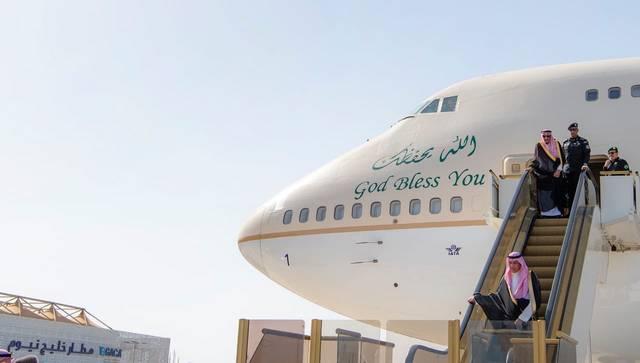 الملك سلمان بن عبدالعزيز آل سعود أثناء وصوله إلى نيوم