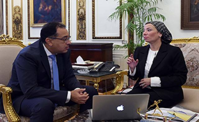 وزيرة البيئة ياسمين فؤاد ورئيس مجلس الوزراء مصطفى مدبولي