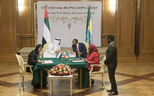 رئيس وزراء إثيوبيا وولي عهد أبوظبي خلال توقيع عدد من الاتفاقيات اليوم بأديس أبابا