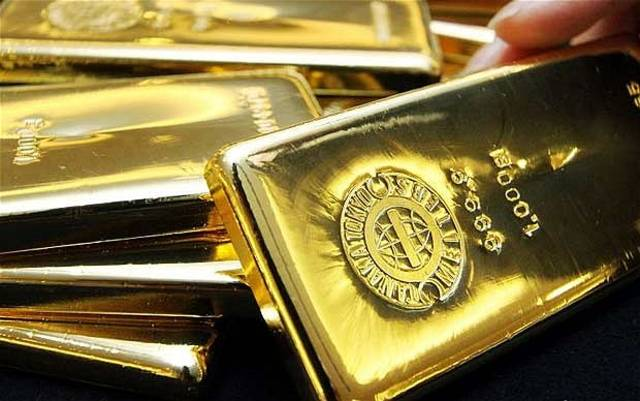 Gold gains on rate cut prospects but risk-on sentiment weighs