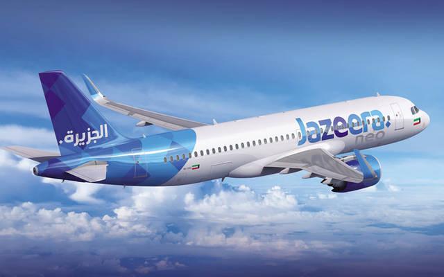 طائرة تابعة لطيران الجزيرة تُحلق في سماء الكويت