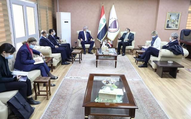 وزير التخطيط العراقي، خالد بتال النجم، خلال استقباله السفير الفرنسي والوفد المرافق له