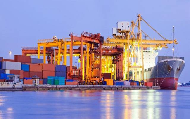 ميناء يستقبل سفينة محملة بالبضائع ـ أرشيفية