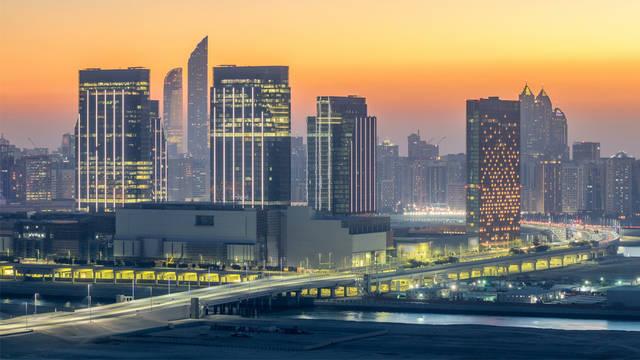 إنجاز المرحلة الثالثة من تجميل شارع الشيخ زايد بأبوظبي بتكلفة 62 مليون درهم