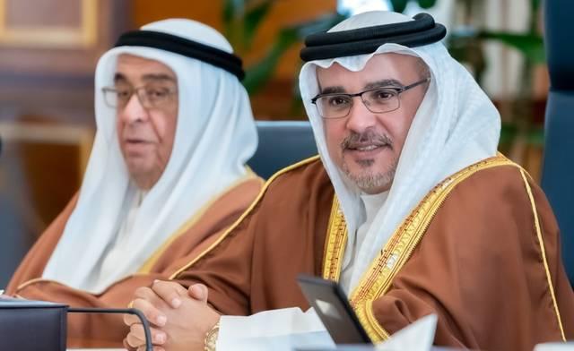 ولي عهد البحرين داخل اجتماع مجلس الوزراء اليوم