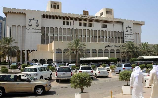 أمام مقر قصر العدل في الكويت