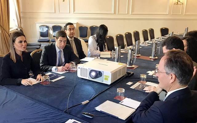 جانب من الدائرة المستديرة بمشاركة سحر نصر وزيرة الاستثمار المصرية مع نحو 10 شركات بريطانية