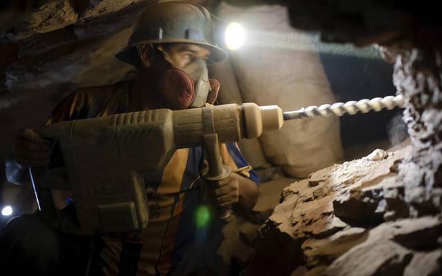 أعمال حفر وتنقيب داخل المناجم