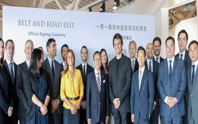 وفد من مجموعة إكويتاتيفا وأفلوينت ليمتد أثناء توقيع الاتفاق- الصورة من بيان صحفي