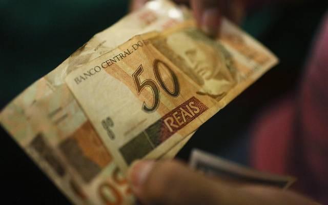 الدولار يكسر حاجز 4 ريالات برازيلية لأول مرة منذ مايو