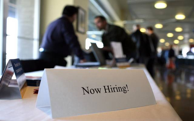 طلبات إعانة البطالة الأمريكية ترتفع لأعلى مستوى بـ7 أسابيع