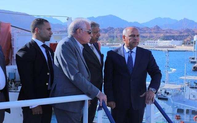 الوزير خلال انطلاق أولى رحلات الخط الملاحي