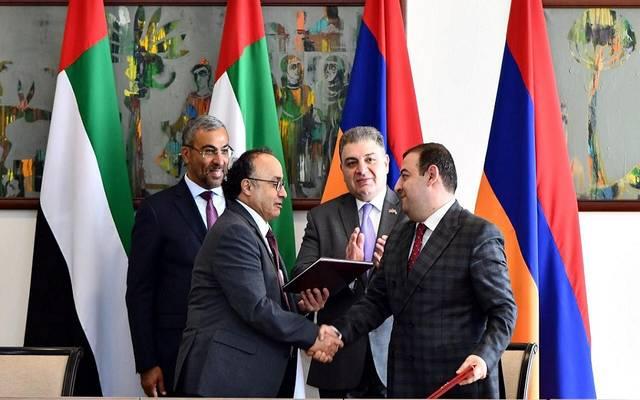 جانب من توقيع الاتفاقيات بين الطرفين
