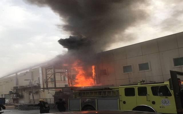 قوات الدفاع المدني بالسعودية تسيطر على حريق نشب بإحدى المنشآت- أرشيفية