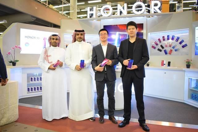 HONOR launches 1st shop in Saudi Arabia at Jarir showroom