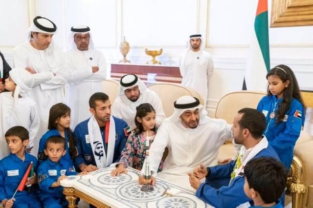 تفاعل حكام ووزراء الإمارات مع عودة أول رائد فضاء وطني(فيديو وصور)