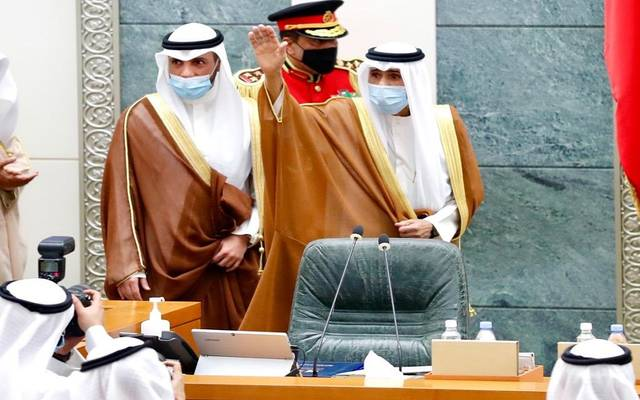 أمير الكويت الجديد، الشيخ نواف الأحمد الجابر الصباح، يحيي أعضاء مجلس الأمة