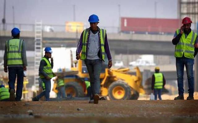 عمالة بقطاع العقارات في أحد مواقع العمل