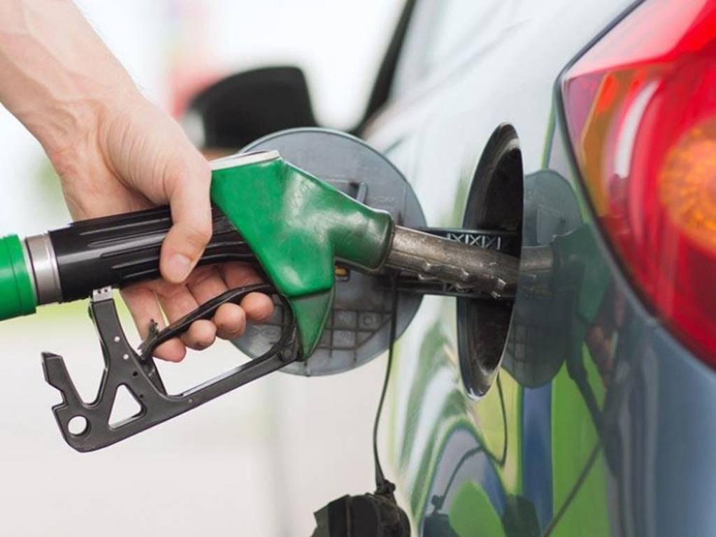الإمارات تثبت أسعار الوقود في أكتوبر المقبل