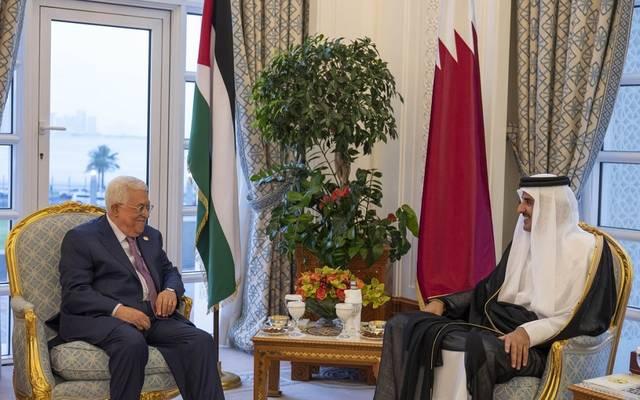 الرئيس محمود عباس خلال لقاء أمير قطر