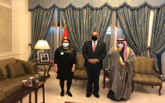 جانب استقبال رئيس وزراء الأردن سفیر الكویت لدى المملكة عزیز الدیحاني