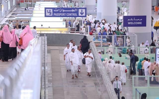 إنهاء معتمرين إجراءات السفر والدخول في المطارات السعودية، أرشيفية