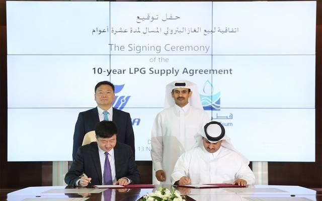 جانب من توقيع شركة قطر للبترول للاتفاقية