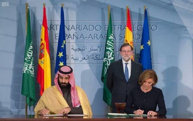 ولي العهد خلال توقيع اتفاقية التعاون مع وزيرة الدفاع الأسبانية