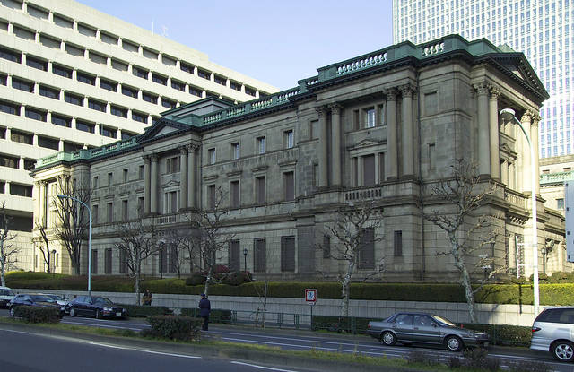 IMF calls on Japan to maintain accommodative policy