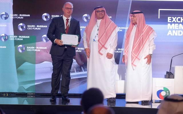 وزير التجارة والاستثمار السعودي يمنح الرئيس التنفيذي لصندوق الاستثمارات الروسي المباشر رخصة استثمارية