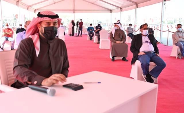جانب من تسليم وزارة الإسكان البحرينية للمواطنين للقسائم السكنية في مشروع سترة