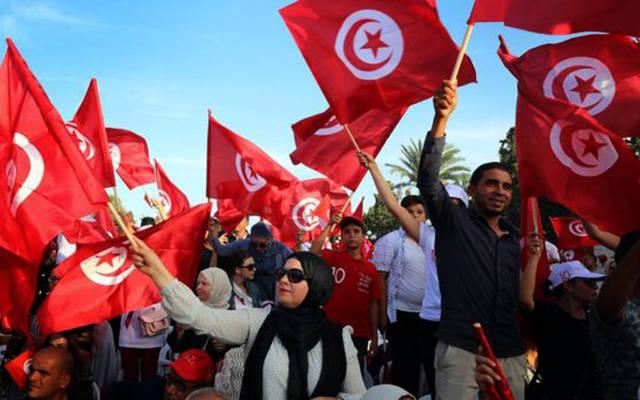 جانب من مشاركة الناخبين في الاقتراع بالانتخابات الرئاسية التونسية