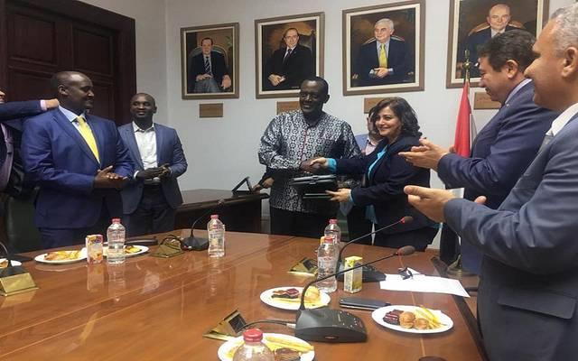 جانب من توقيع العقد بمقر السفارة المصرية في أوعندا