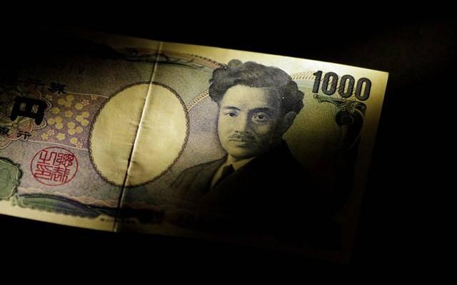 الين الياباني يرتفع لأعلى مستوى بعام ونصف مع المخاوف التجارية