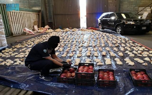 الجمارك السعودية: إحباط محاولة تهريب مخدرات في شحنة فاكهة واردة من لبنان