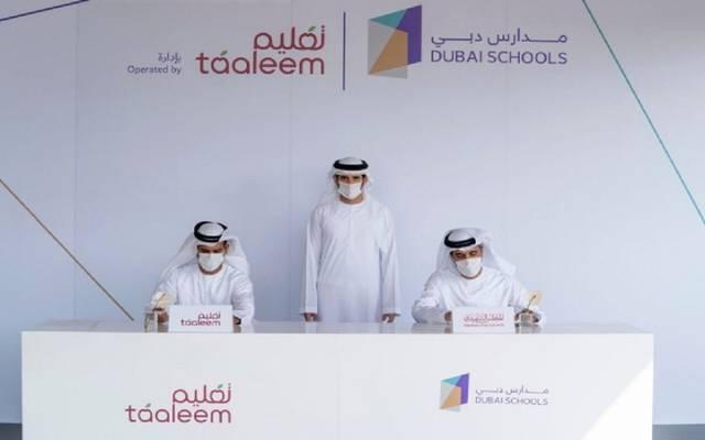 جانب من توقيع اتفاقية مشروع مدارس دبي