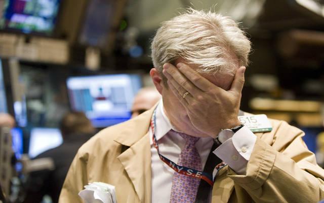 هبوط الأسهم العالمية بفعل بيانات اقتصادية سلبية