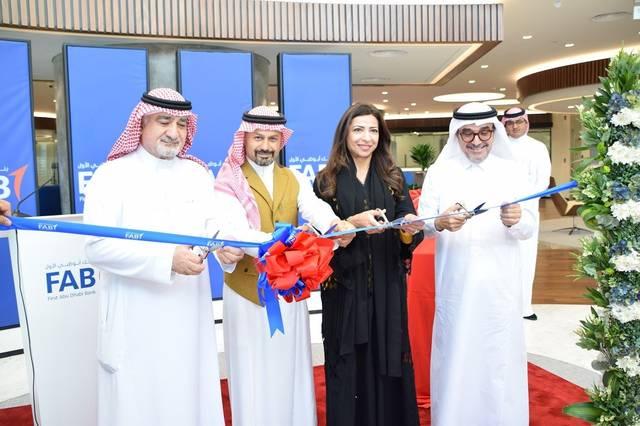 جانب من افتتاح بنك أبوظبي الأول في جدة