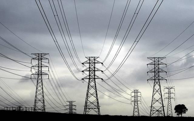 """""""المالية المصرية""""تتفق على قرض لـ""""القابضة للكهرباء"""" بقيمة 900 مليون دولار"""