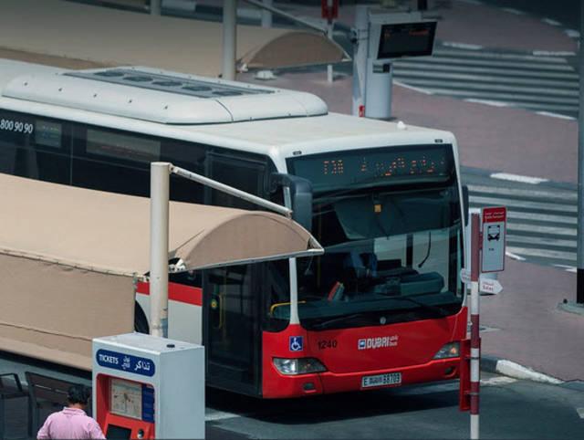 إحدى الحافلات التابعة لهيئة مؤسسة المواصلات العامة للطرق والمواصلات بدبي