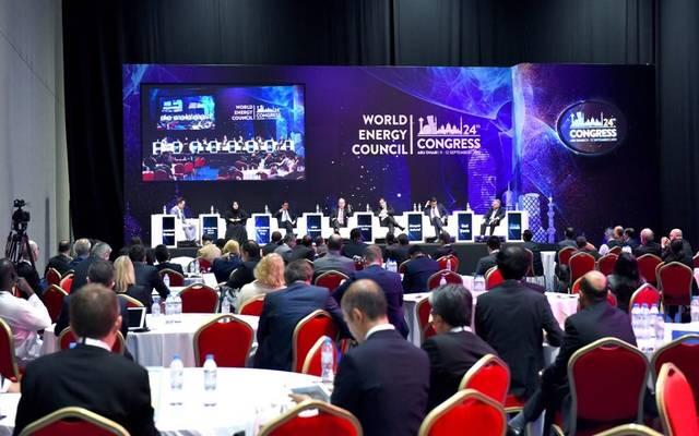 جانب من جلسة حوارية خلال مؤتمر الطاقة العالمي في دورته الـ24 بالعاصمة الإماراتية أبوظبي