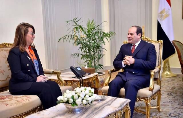 الرئيس المصري عبد الفتاح السيسي مع وكيل السكرتير العام للأمم المتحدة غادة والي