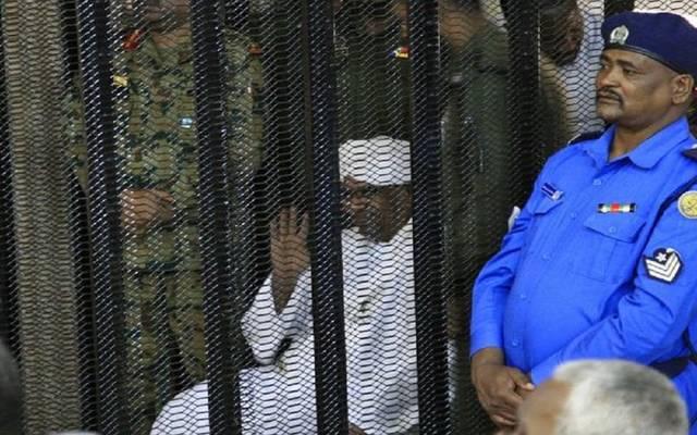 الرئيس السوداني السابق عمر البشير في المحكمة - أرشيفية